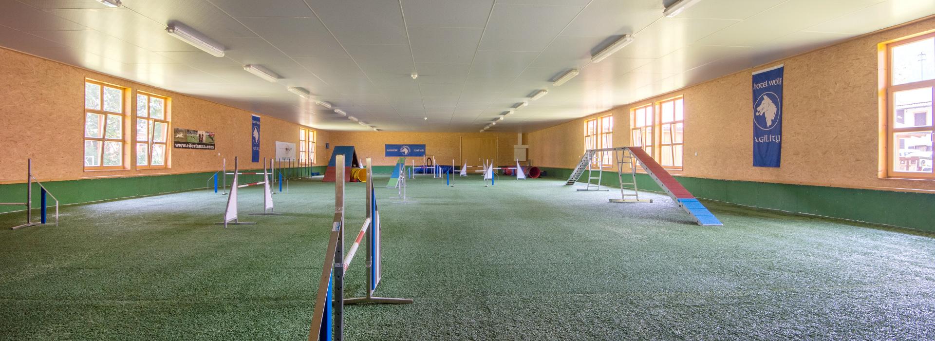 HalleC - Hundesporthotel Wolf in Bayern