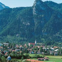 Blick auf den Ort Oberammergau und den Berg Kofel