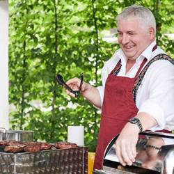 richard-am-grill-strahelnd